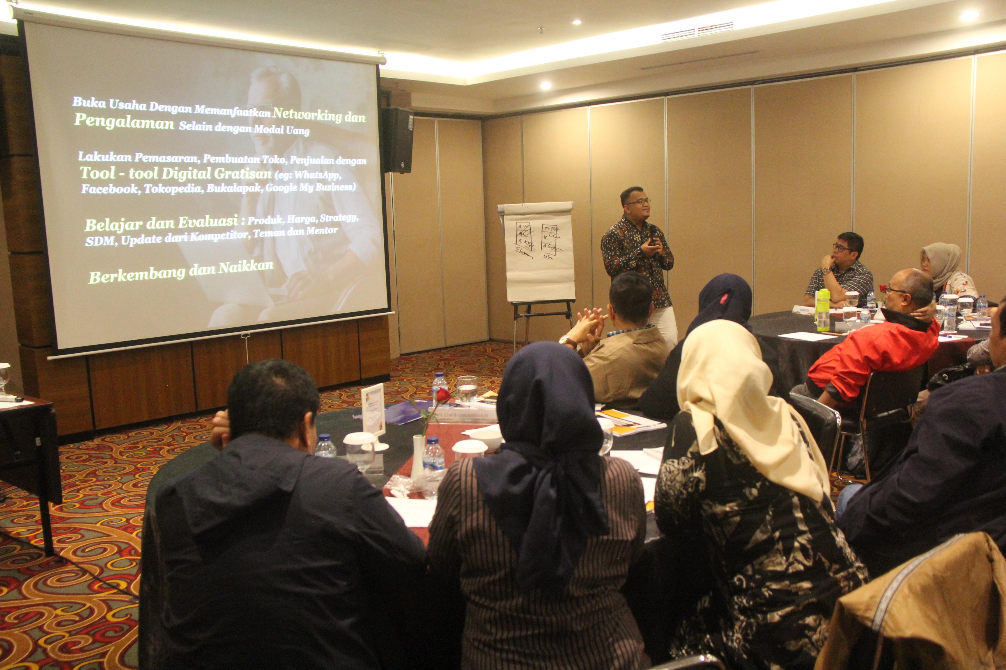 Bang Aben Ngisi Pelatihan Digital Marketing Untuk Pensiunan Bank Mandiri Se-Indonesia. Antusias!